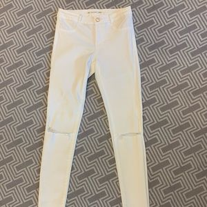 Zara White Skinny Jeans with cut knee